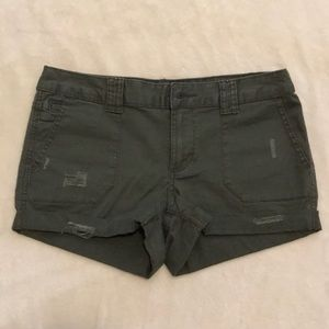 Stylish army green shorts